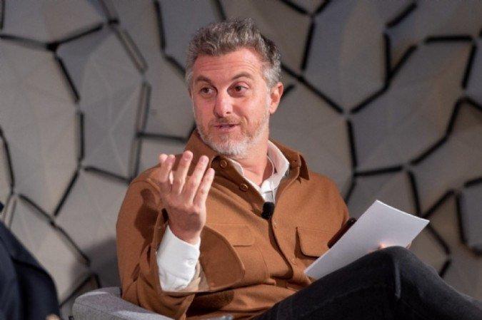 O apresentador da Globo, Luciano Huck fala sobre assumir o lugar de Faustão durante conversa com Bial (Foto: Reprodução)
