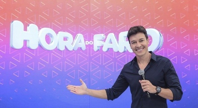 Rodrigo Faro apresenta o Hora do Faro, na RecordTV (Reprodução)