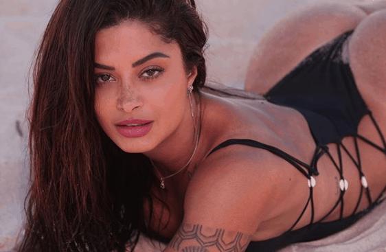 A famosa modelo e atriz da Globo, Aline Riscado deixou os seus seguidores babando (foto: Reprodução)