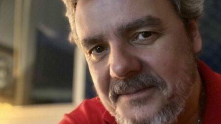 Cassio Gabus Mendes se declara para Lídia Brondi (Foto: Reprodução)