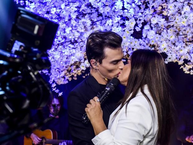 Mara Maravillha e Gabriel Torres durante beijo (Foto: Leo Franco/AgNews)