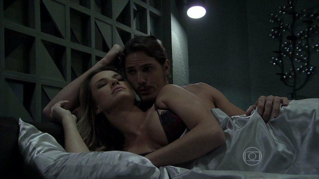 Érika e Robertão vão aprontar, em Império (Reprodução/Globo)