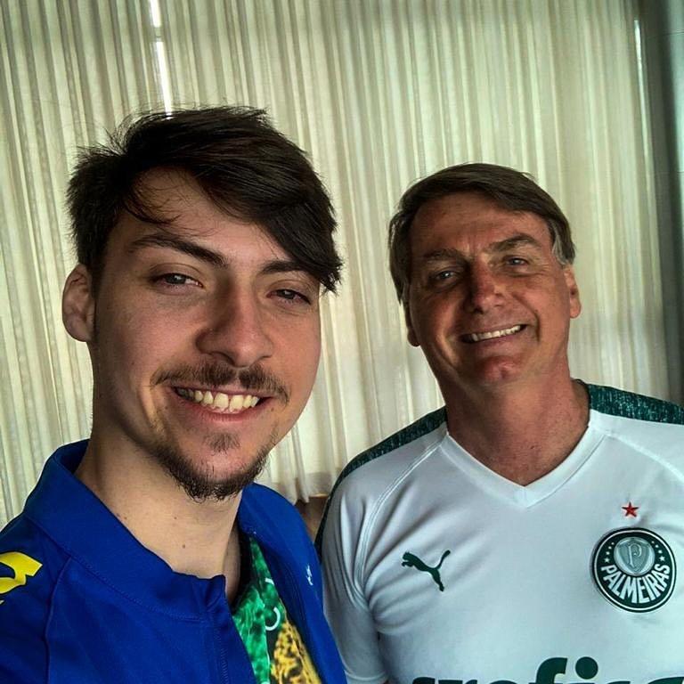 Filho de Bolsonaro, Jair Renan Bolsonaro fala sobre participar do BBB 22 e ataca a Globo (Foto: Reprodução)