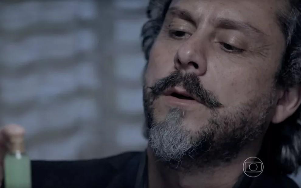 José Alfredo tomará bebida especial de curandeiro (Reprodução/Globo)