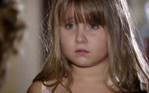 A Vida da Gente: Júlia luta contra grave doença, precisa de transplante e é salva por Manuela (Foto: Reprodução)