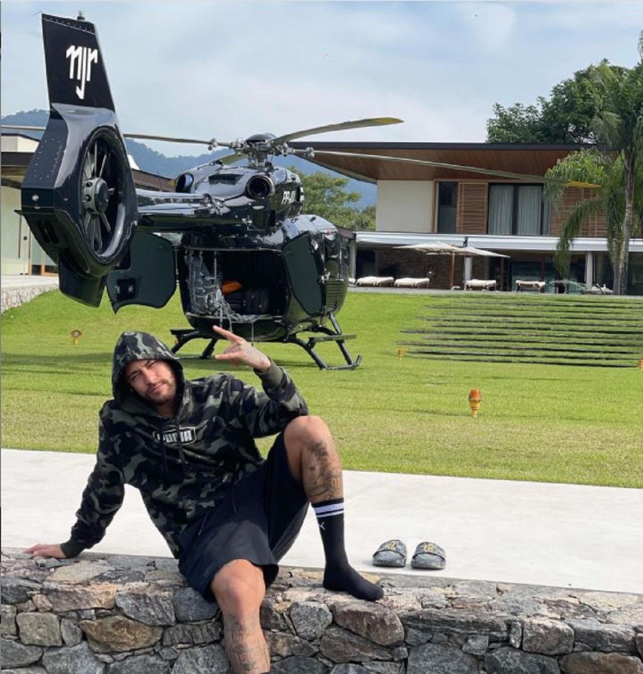 Ney e seu helicóptero de luxo (Foto: Reprodução)