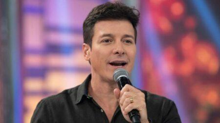 Rodrigo Faro faz Record passar vergonha em pré-estreia de A Fazenda 13 (Foto: Reprodução)