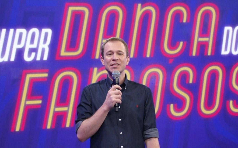Tiago Leifert no comando do Super Dança dos Famosos (Foto: Reprodução)