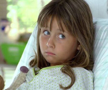 Júlia renasce após cirurgia na trama da Globo (Foto: Reprodução)