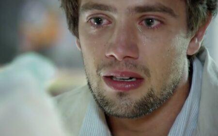 A Vida da Gente: Rodrigo cai em prantos com medo de perder Manuela na trama da Globo (Foto: Reprodução)