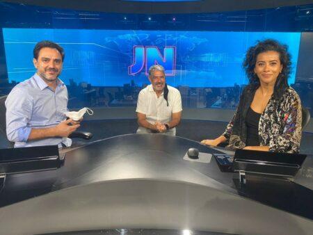 Paulo Renato Soares, William Bonner e Aline Midlej na bancada do JN — Foto: Alice Portes/G1