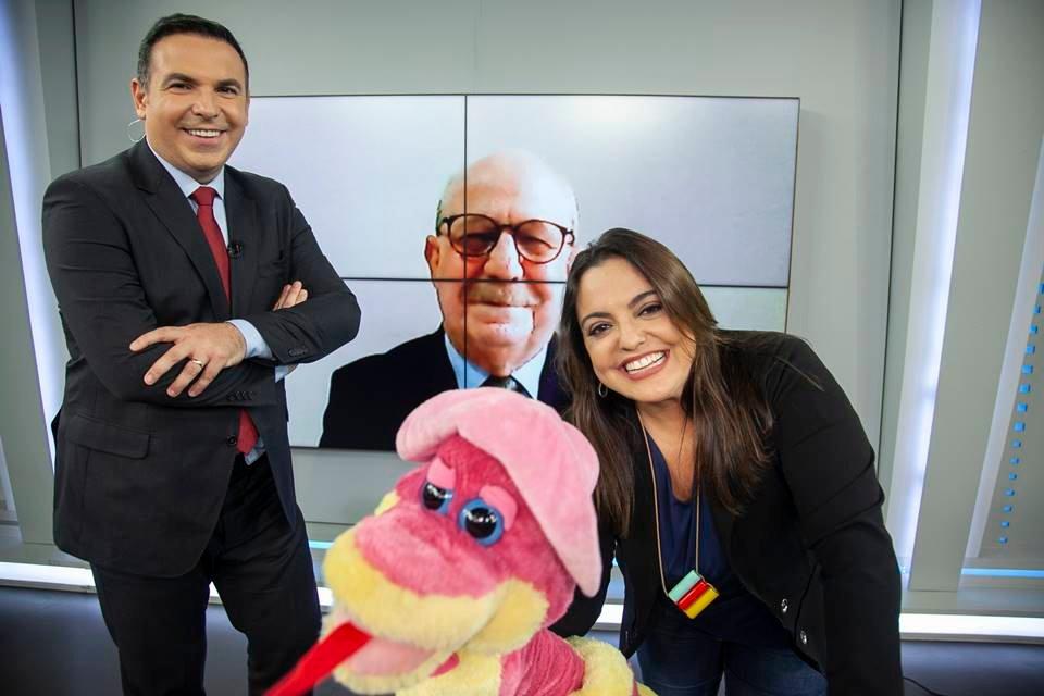 Reinaldo Gottino e Fabíola Reipert no comando do A Hora da Venenosa (Foto: Reprodução)