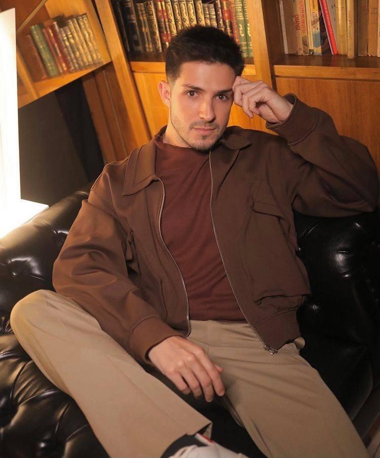 Igor Cosso conta que tem vontade de fazer ménage com famosos; descubra quem
