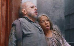 Nos Tempos do Imperador: Apaixonados, Licurgo e Germana morrem juntos atropelados por trem (Reprodução/Globo)