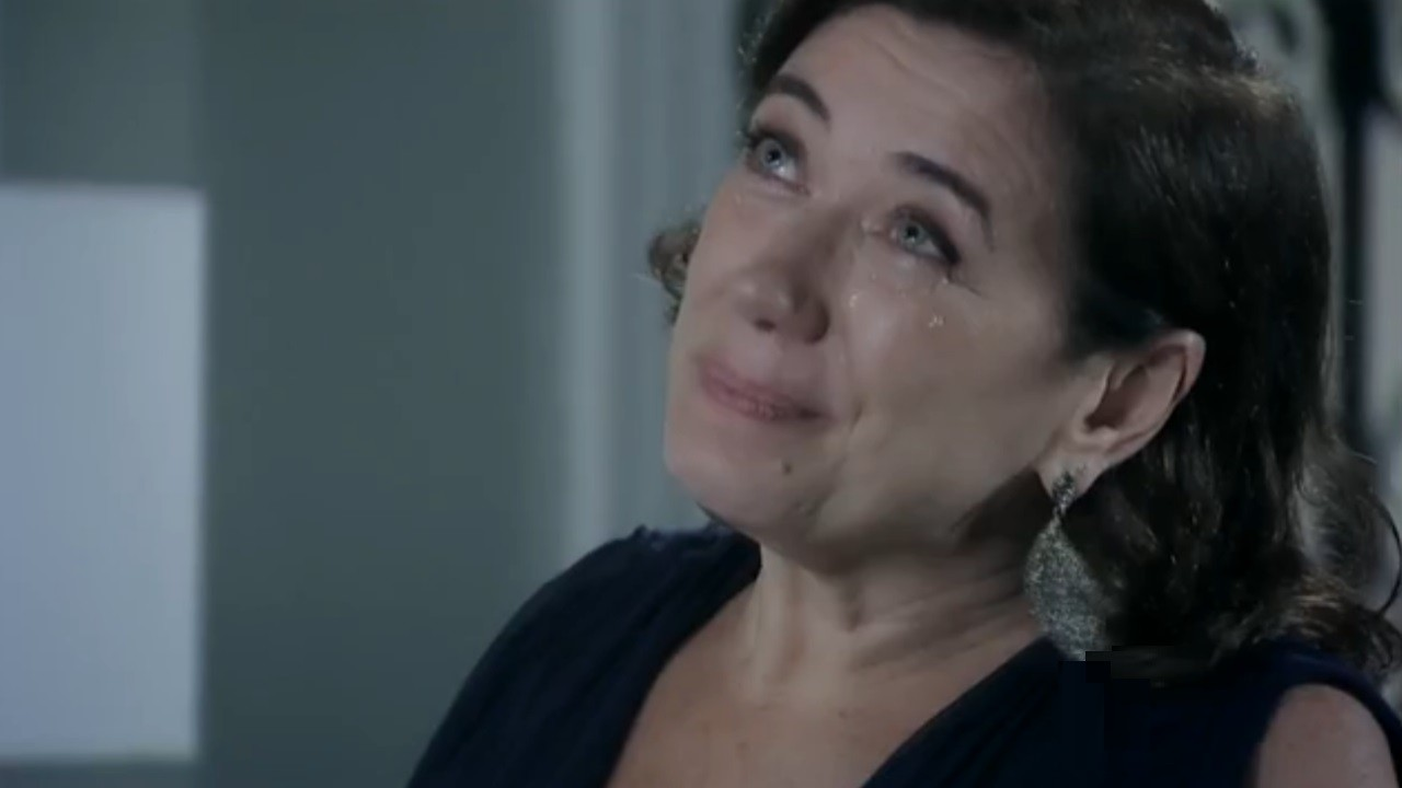 Maria Marta se emociona em Império (Foto: Reprodução/Globo)