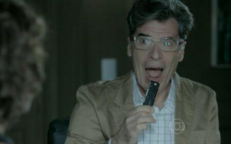 Téo descobre segredo de Maria Marta em Império (Foto: Divulgação/Globo)