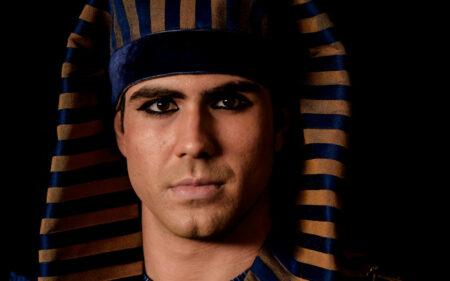 Juliano Laham como José do Egito em Gênesis (Divulgação/Record TV)